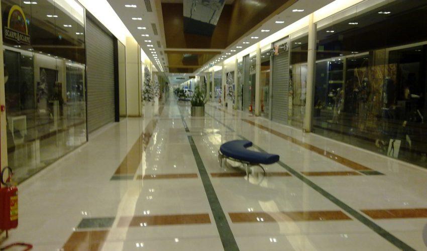 Ampliamento galleria per posa pavimentazione in marmo IPER MONTESIVANO PE